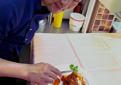 Unser Küchenchef serviert Ihnen Spezial Bestellung knusprige Schwein mit süsssauersauce
